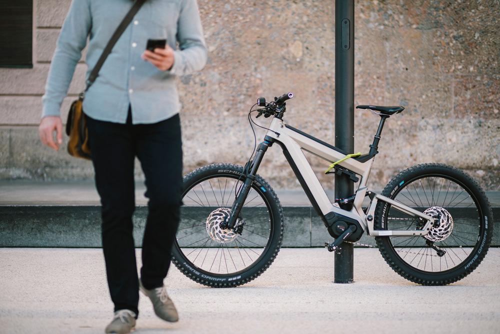 Damit Diebe keine Chance haben, muss ein E-Bike-GPS-Tracker versteckt montiert werden.