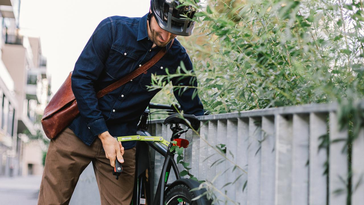 Schadenersatz bei Diebstahl gibt es von der Fahrradversicherung meist nur, wenn das Fahrrad mit einem Schloss gesichert war.